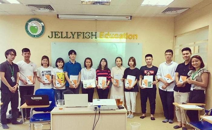 Rất nhiều học bổng hấp dẫn được Jellyfish trao cho học viên xuất sắc mỗi tháng