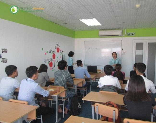 Giờ học tiếng Nhật tại Jellyfish Huế