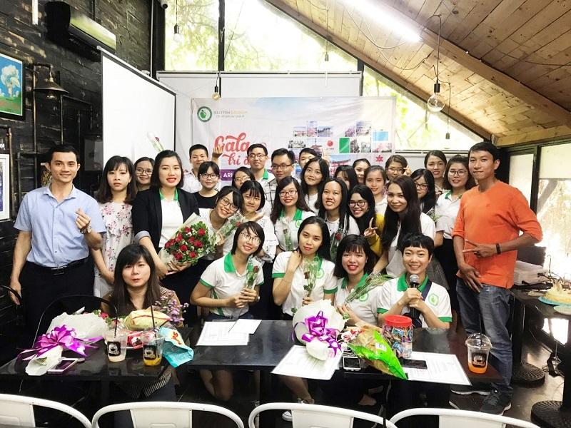 Đội ngũ giáo viên - nhân viên nhiệt tình, năng động tại Jellyfish Education Chi nhánh TpHCM