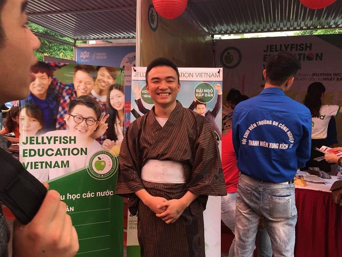 Những hoạt động tại gian hàng của Jellyfish Education nhận được sự tham gia của rất nhiều bạn sinh viên của trường Đại học Công nghiệp!