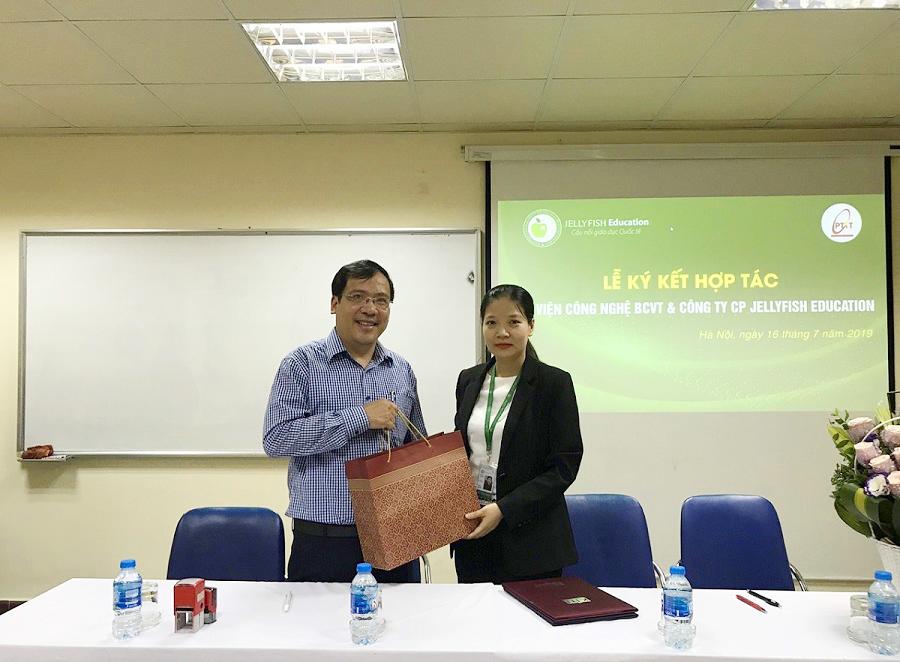 Jellyfish Education ký kết hợp tác đào tạo và cung ứng nguồn nhân lực với Học viện Công nghệ bưu chính viễn thông - Ảnh 2
