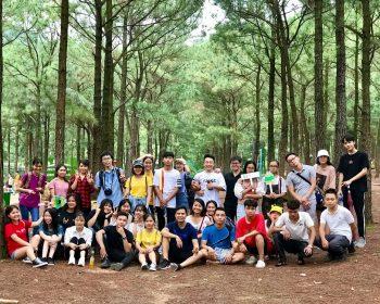 Các bạn học viên cùng giáo viên và nhân viên trung tâm Jellyfish chi nhánh Hà Nội