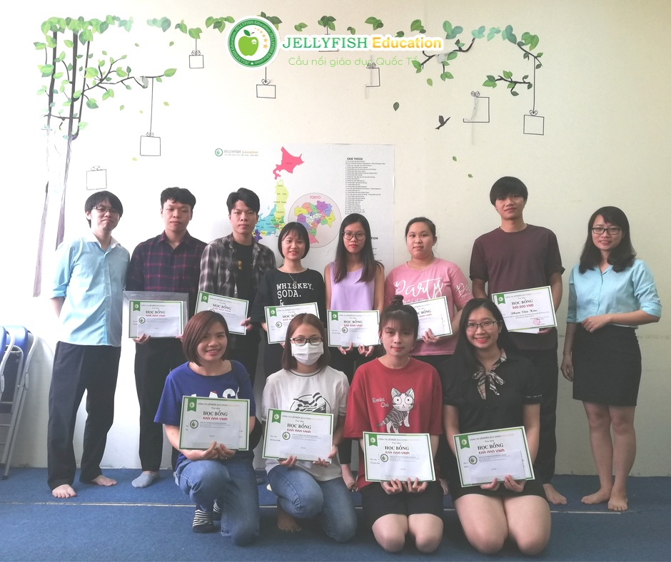Các bạn học viên nhận học bổng thi đỗ JLPT tháng 7/2019 - CN Hải Phòng